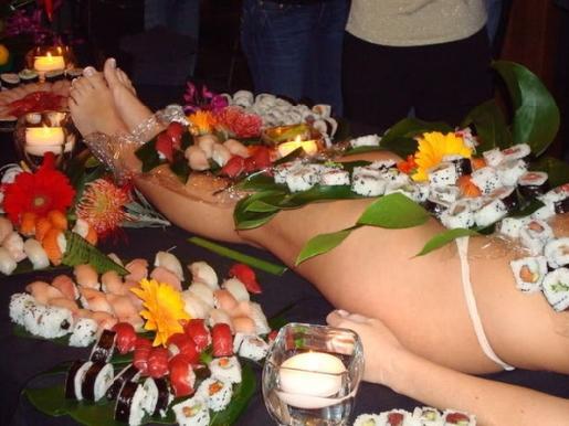 下のアワビを食べるかもしれない女体盛り画像