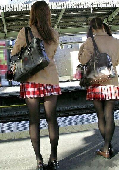女子高生の黒タイツが、勃起の促進をさせてくれる件wwwwwwwwPart②