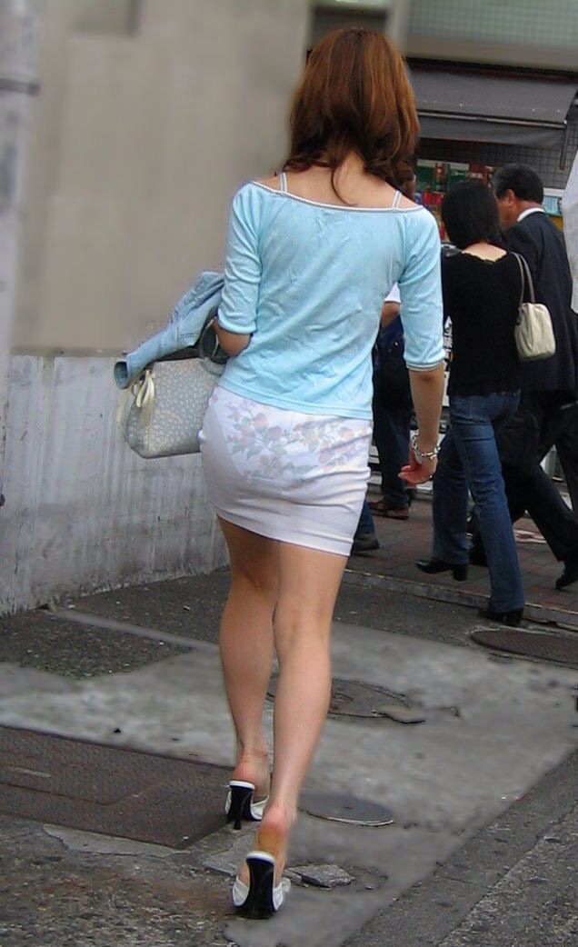 【透けパン最高】パンティースケスケで街中徘徊してくれるサービス精神旺盛な素人さん達wwwwwww(画像あり)
