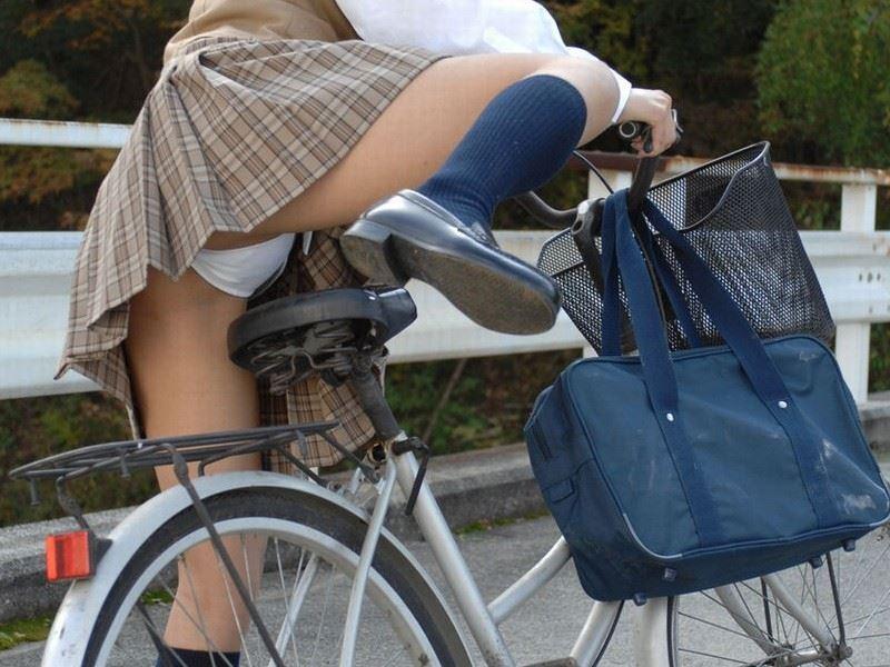 【10代小娘】自転車乗ってるときのパンチラを見たときは得した気分だよねwww