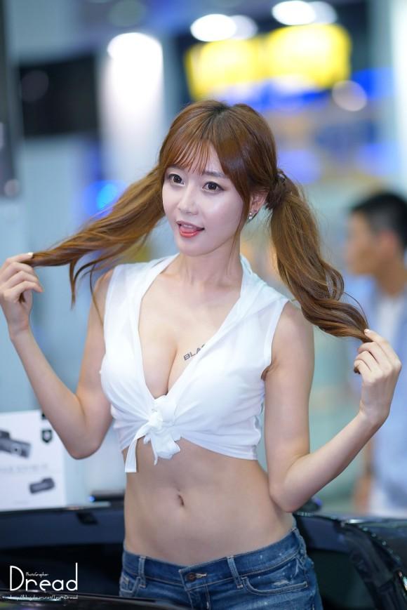 韓国人や中国人の整形バリバリのキャンギャルがエロ過ぎて勃起が