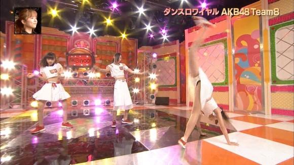 AKB最年少女子JCメンバーがアクロバットなダンスでパンチラ披露wwwww危うくマンチラしてしまいそうwwwww(エロキャプ画像あり)
