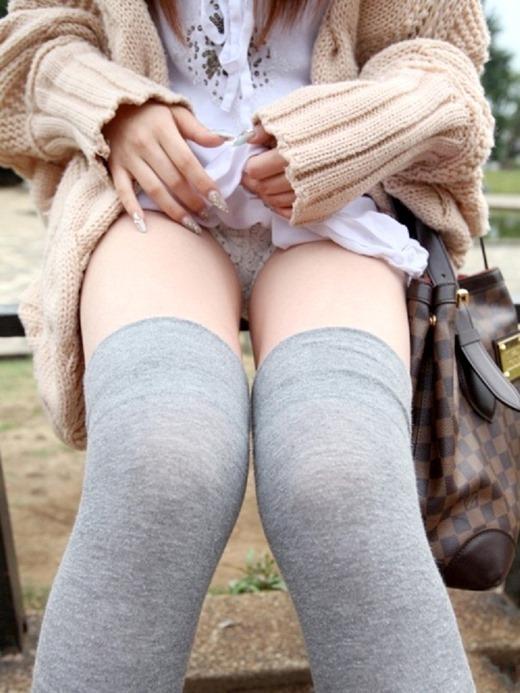 恥ずかしながらがんばってスカートをめくってパンツ見せてくれる姿が可愛すぎるwww