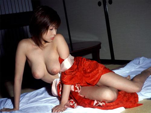 着物がはだけた和服美人のエロ画像スレwwww