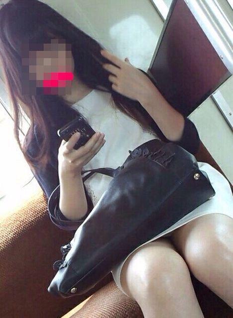 【H,エロ画像】(列車内秘密撮影えろ画像)通勤時にヨッシャーって思う視線の先はコチラwwwwwwwwwwwwwwwwww