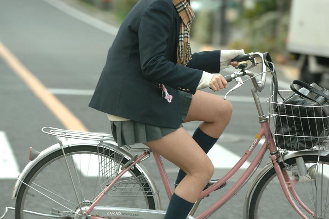 サドルになりてええええ!自転車漕ぐ素人さんがエロすぎるwwwww(盗撮画像あり)