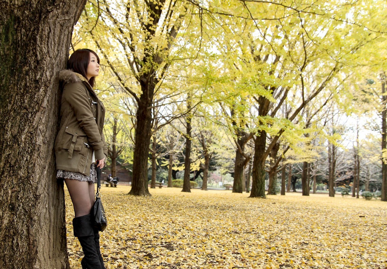 ど変態な女子大生とのえっちな紅葉旅行ww 野外でも露出していやらしいわ・・