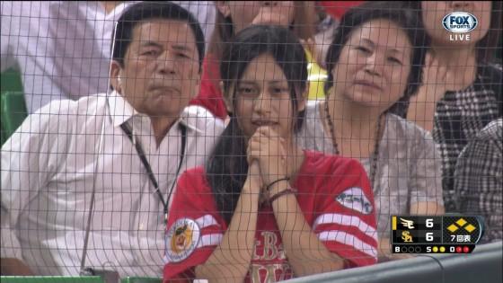 テレビに偶然映った野球女子の1位決めようずwwwww  ⇒  掲示板「3番。」・「3番一択。」・「レジェンド3番w」