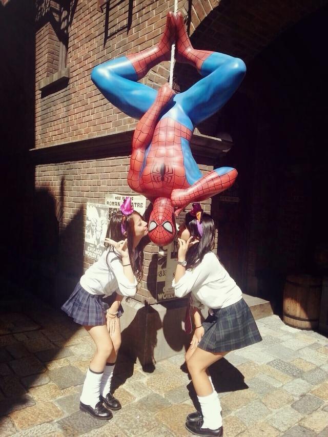 ディズニー&ユニバで見かけるミニスカ10代小娘がエロすぎてムラムラするんだがwwwwww(ツイッター・インスタ画像あり)