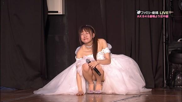 AKBたかみなのパンチラを卒業公演で見納めwwwwwwwww(エロキャプ画像あり)