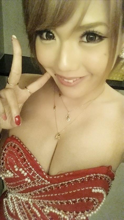 現役キャバ嬢の自撮りエロ写メ胸チラ谷間が鼻血レベルでエロいwwwwww(画像あり)