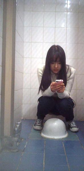 韓国女の放尿画像