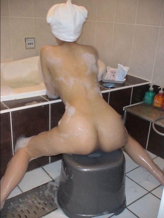 【朗報】ラブホのお風呂で浮かれてる女はエロ写メ撮っても怒らねえぞwwwww(画像あり)