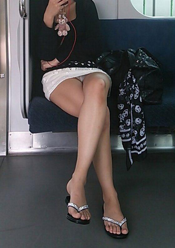 パンチラ見える席って特急列車より素敵だと思わねえか?wwwww(盗撮画像あり)