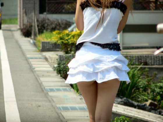 【盗撮】お尻見せて歩く妖精さんを発見www無防備すぎる素人さんぐうしこwwwww(画像あり)