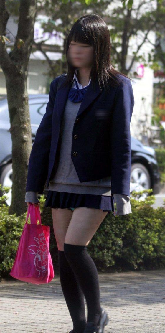 女子高生のニーハイミニスカパンチラというED患者をも治してしまう破壊力wwwww(画像あり)