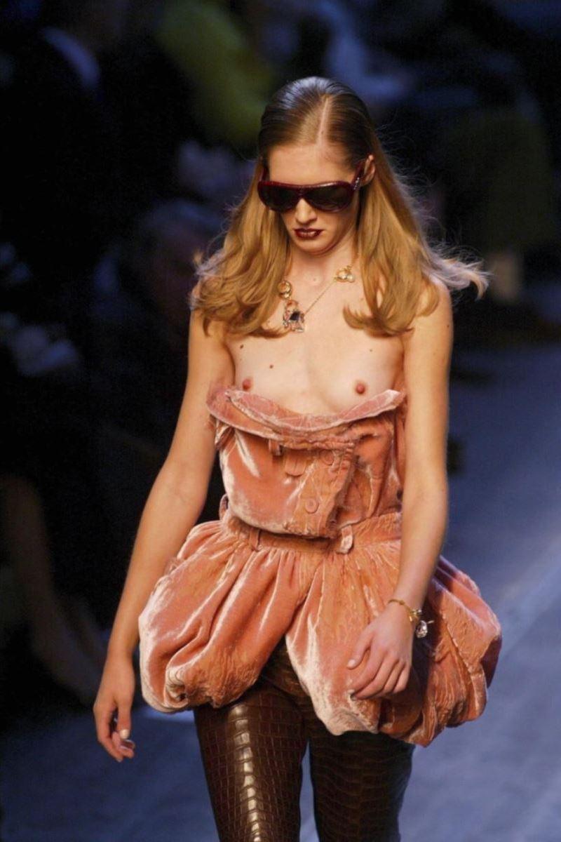 ファッションショー ノーパン ファッションショーで乳首出てるんですがwww | 極抜きライフ~素人極エロ画像