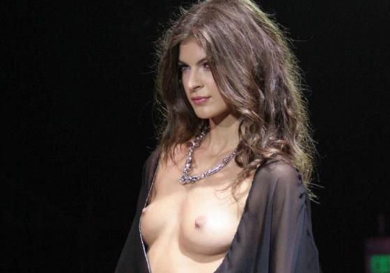 海外ファッションショーがおっぱい見せまくりで抜けるエロ画像26枚