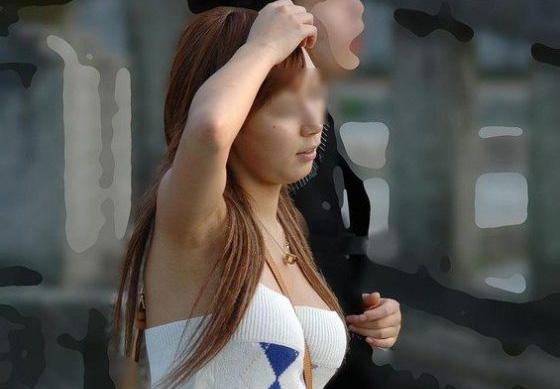 パイスラ女子が巨乳に見えて興奮する盗撮エロ画像29枚