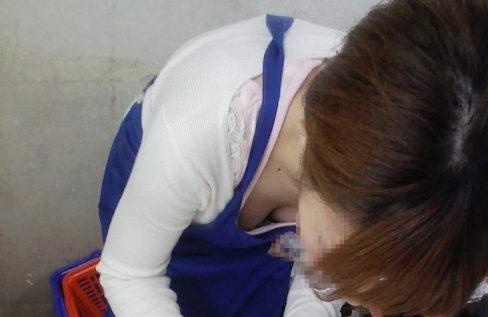 ちっぱい女子の胸チラが乳首見えそうで抜ける盗撮エロ画像34枚