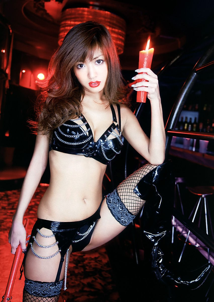 【SM】調教されたくなるボンテージ姿の痴女っ気たっぷりな女のエロ画像wwwww
