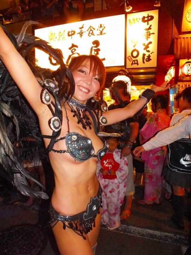もっと推奨したくなる日本のサンバカーニバルのエロ画像!露出激しくてたまらんわwwwww