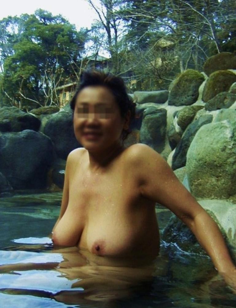 ダラしない熟した全裸を興奮しながら撮らせる素人熟女が淫乱すぎでしょwwww