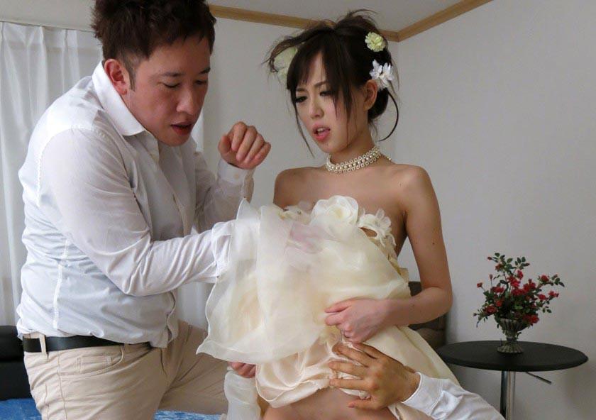 ウェディングドレス姿の女とハメるという贅沢なエロ画像33枚