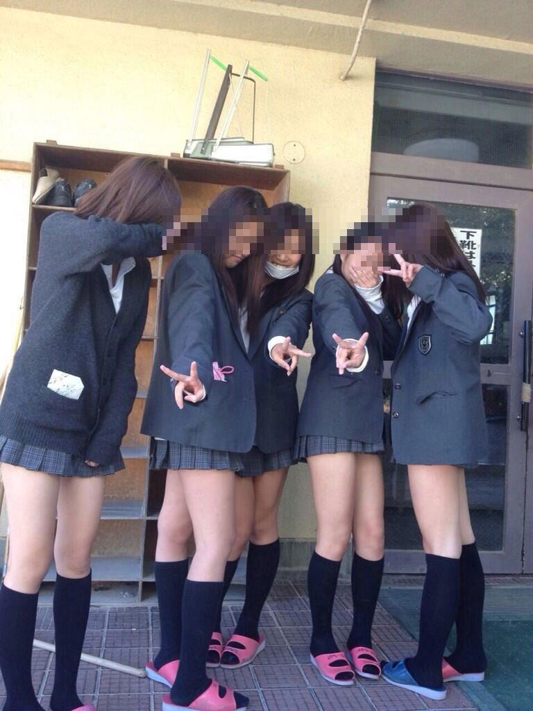 JKの冬服の制服姿!ブレザーに生足ミニスカってクッソエロくね?wwwwwww(画像あり)