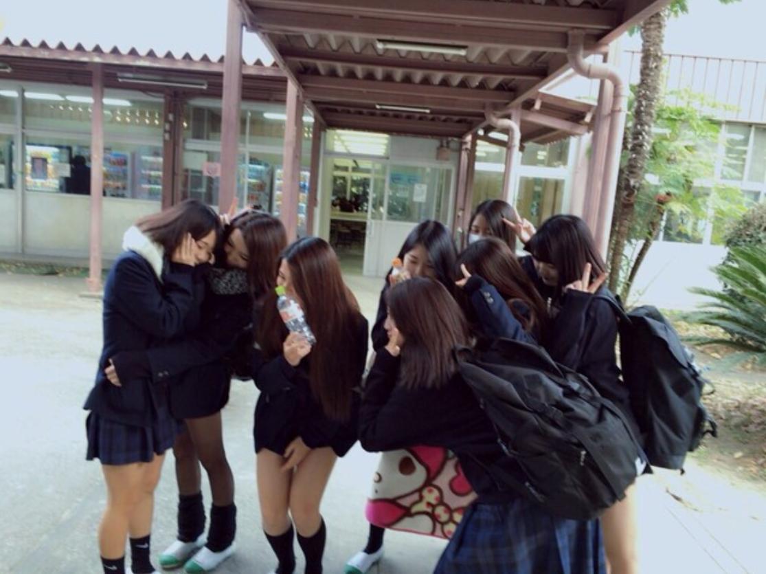 【H,エロ画像】今時女子校生 ,学校内おふざけえろ画像21枚☆男性教師は連日こんなえろい小娘見て蛇の生殺しだなwwwwwwwww