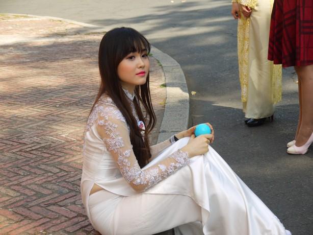 アオザイ エロ画像20枚!ベトナム民族衣装が着衣巨乳が強調されてエロい!www