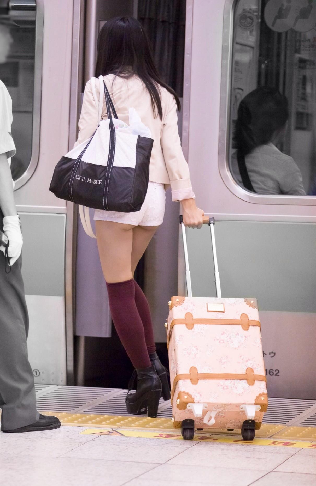 ショーパン ハミ尻&太ももエロ画像32枚!際どいショーパン履いてる女のビッチ率は異常www