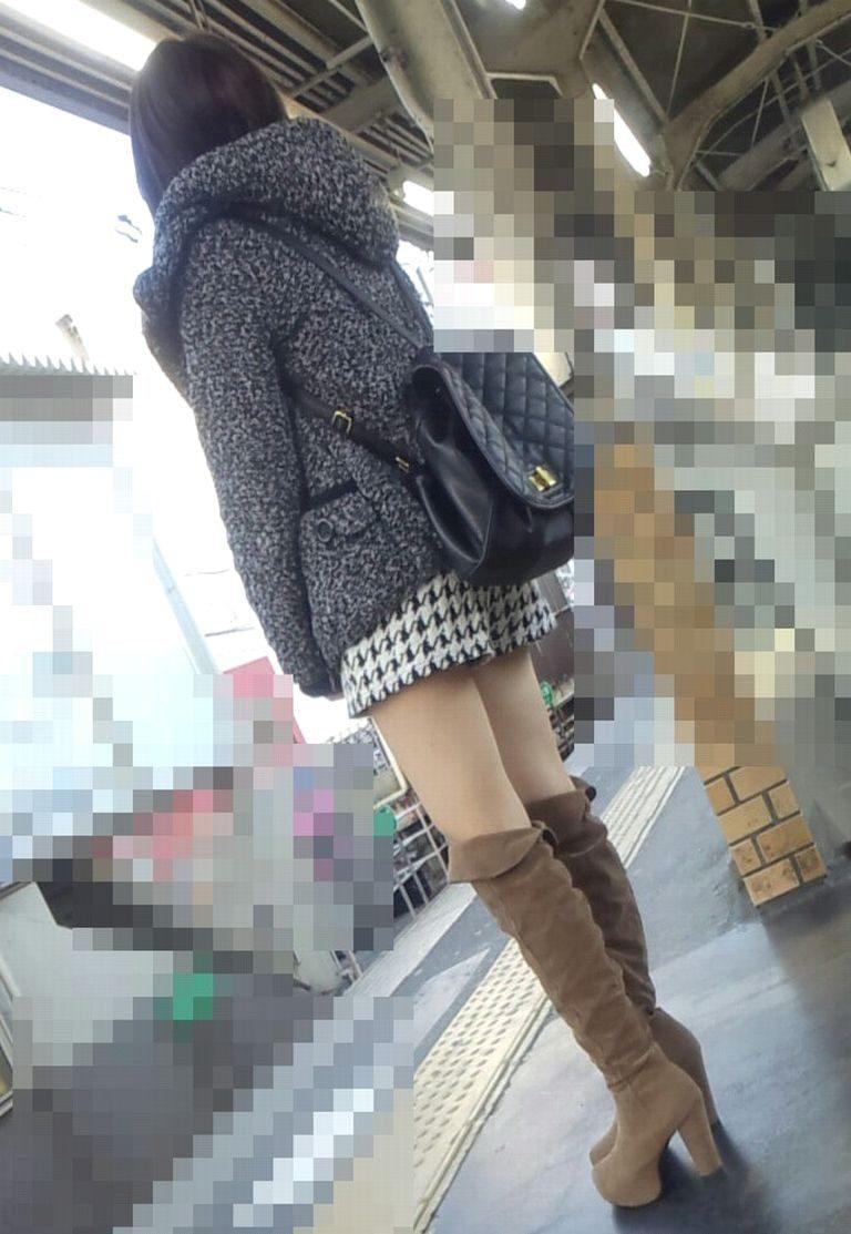 冬の風物詩!ブーツ女子のエロ画像20枚