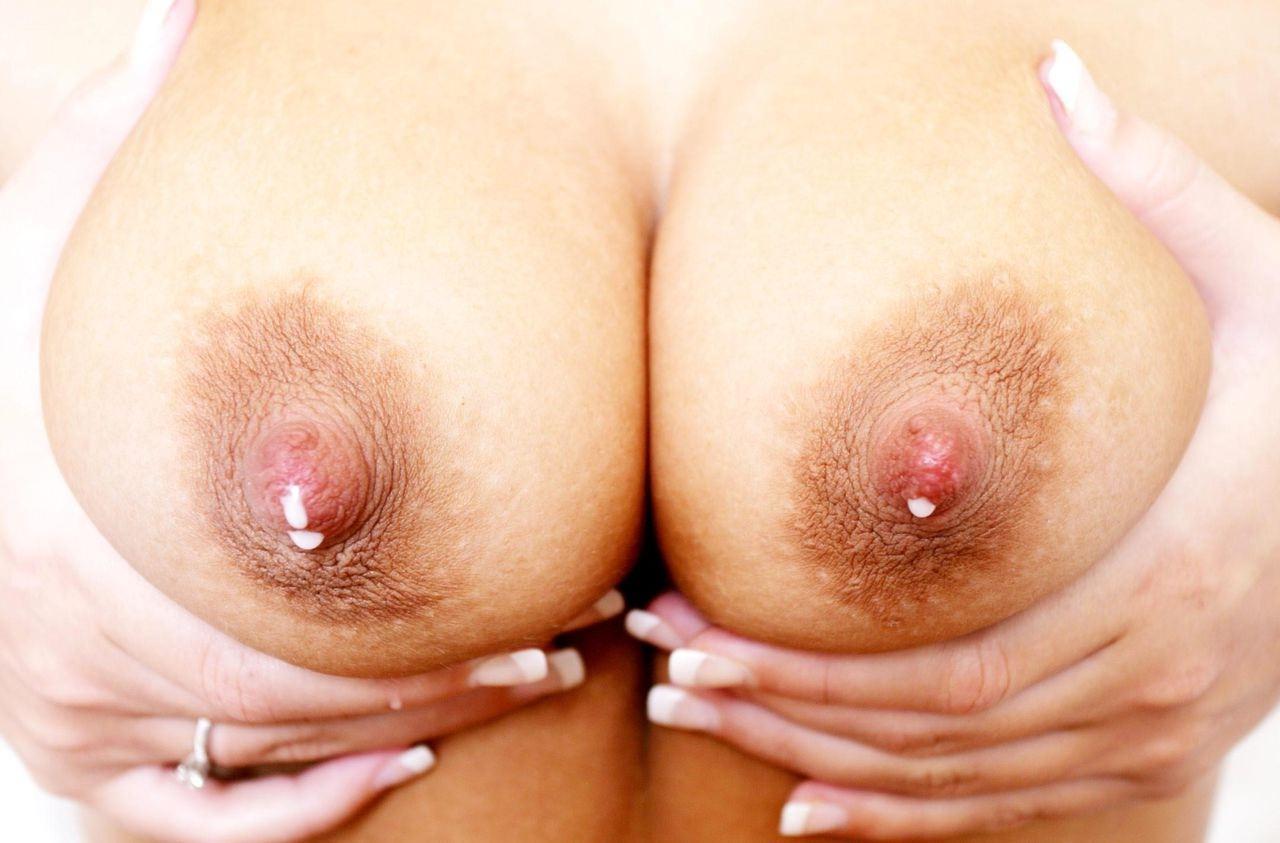 母乳が吹き出る乳頭を拝める妊婦フェチ必見エロ画像22枚