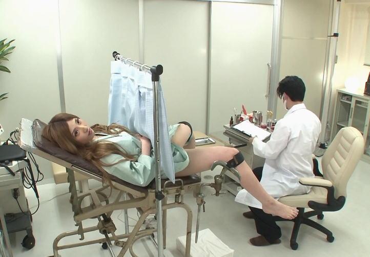 産婦人科でセクハラされてる女のエロ画像25枚