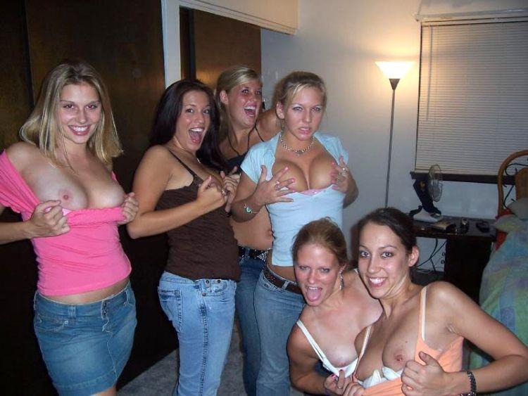 海外の宅飲みでのおふざけ姿が卑猥過ぎる!エロ画像30枚