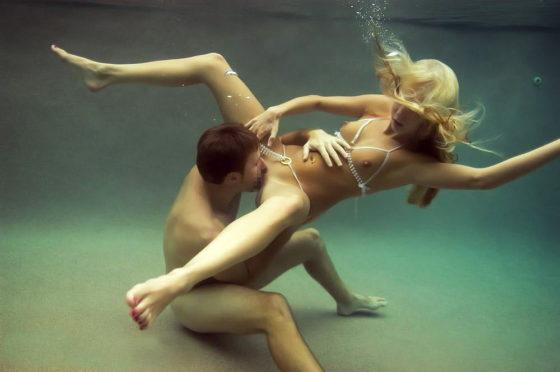 水中クンニという命がけのクンニエロ画像30枚