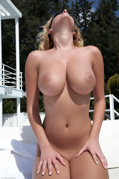 クビレあり巨乳!理想のボンキュッボンスタイルの外国人美女エロ画像30枚
