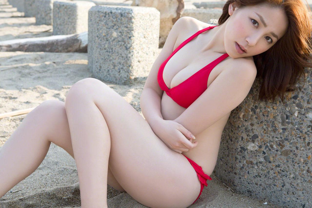 Eカップ巨乳ボディ!吉川友(25)の厳選グラビアエロ画像50枚