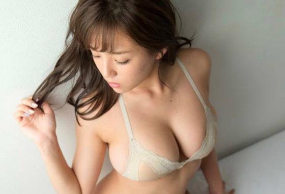ムチムチ巨乳!篠崎愛(25)の厳選グラビアエロ画像50枚