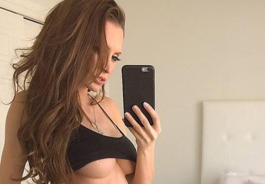 男をsexに誘う外国人素人娘の自画撮りエロ画像30枚