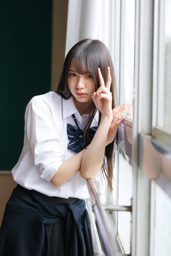 わーたす三品瑠香とかいうスレンダー美女アイドルの水着写真集がエロい画像